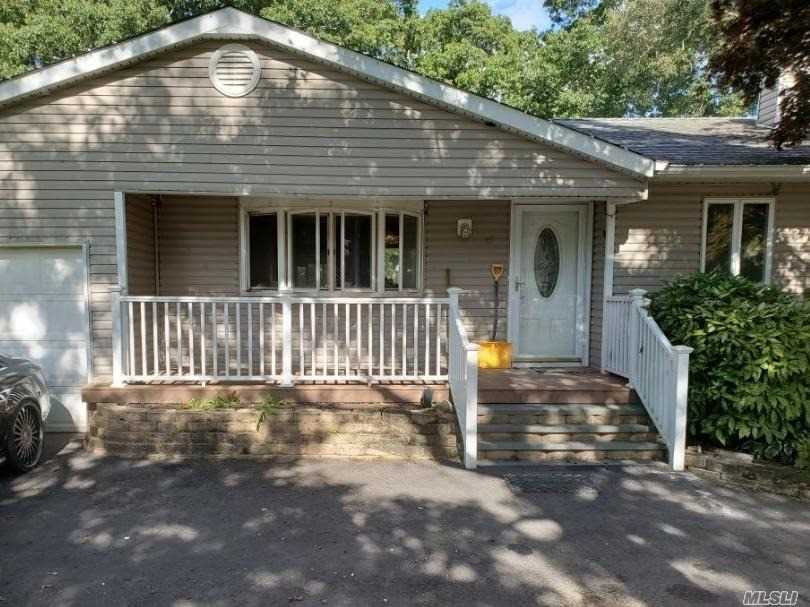Residenziale in 47 Mayfield Dr, Mastic Beach, NY ,11951