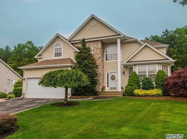 Residenziale in 7 Peachtree Ct, Holtsville, NY ,11742