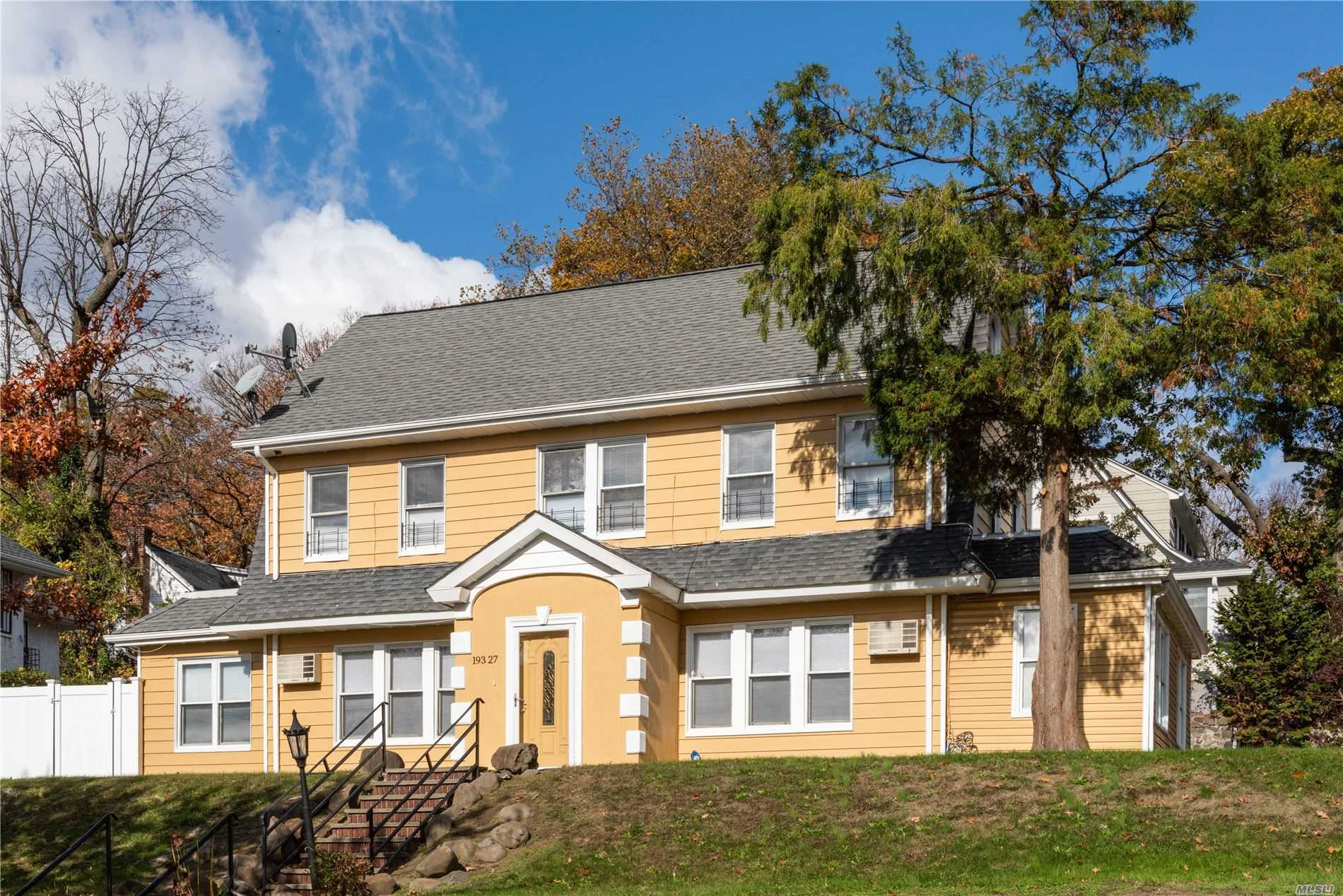 Residenziale in 193-27 Foothill Ave, Holliswood, NY ,11423