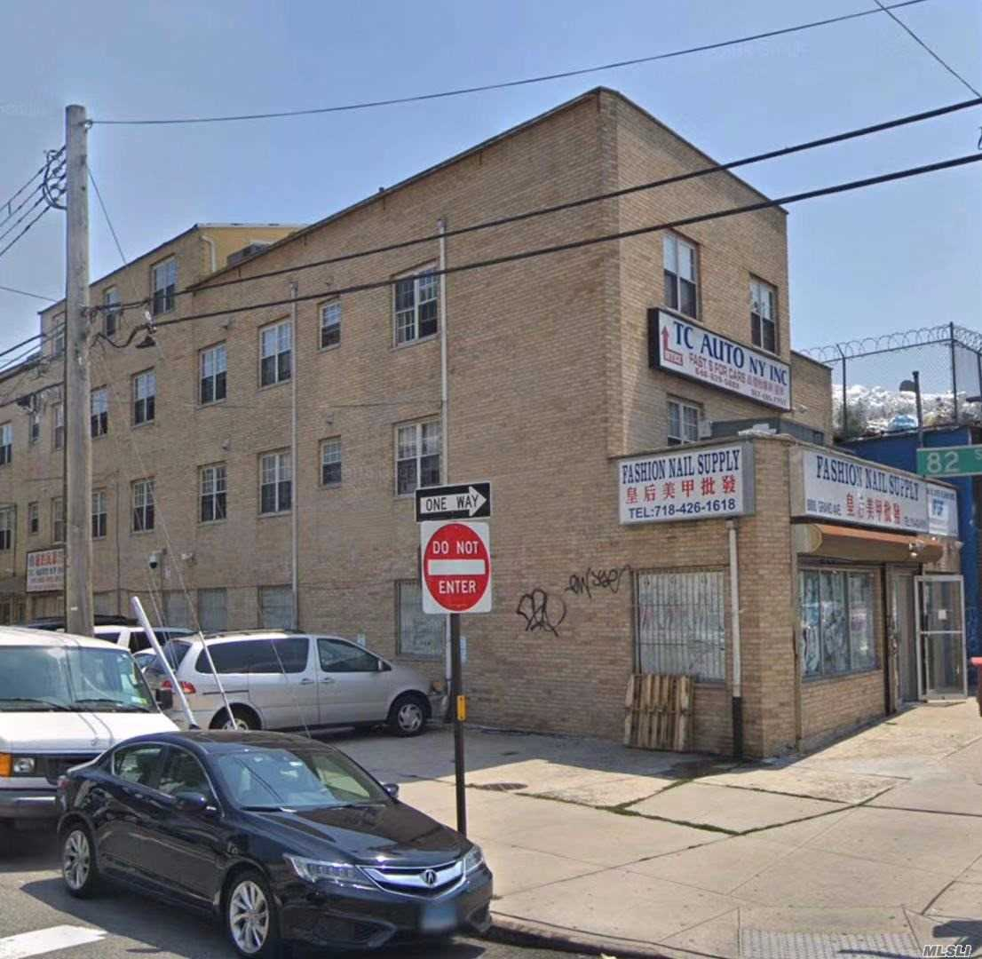 Acquisto commerciale in 8008 Grand Ave, Elmhurst, NY ,11373