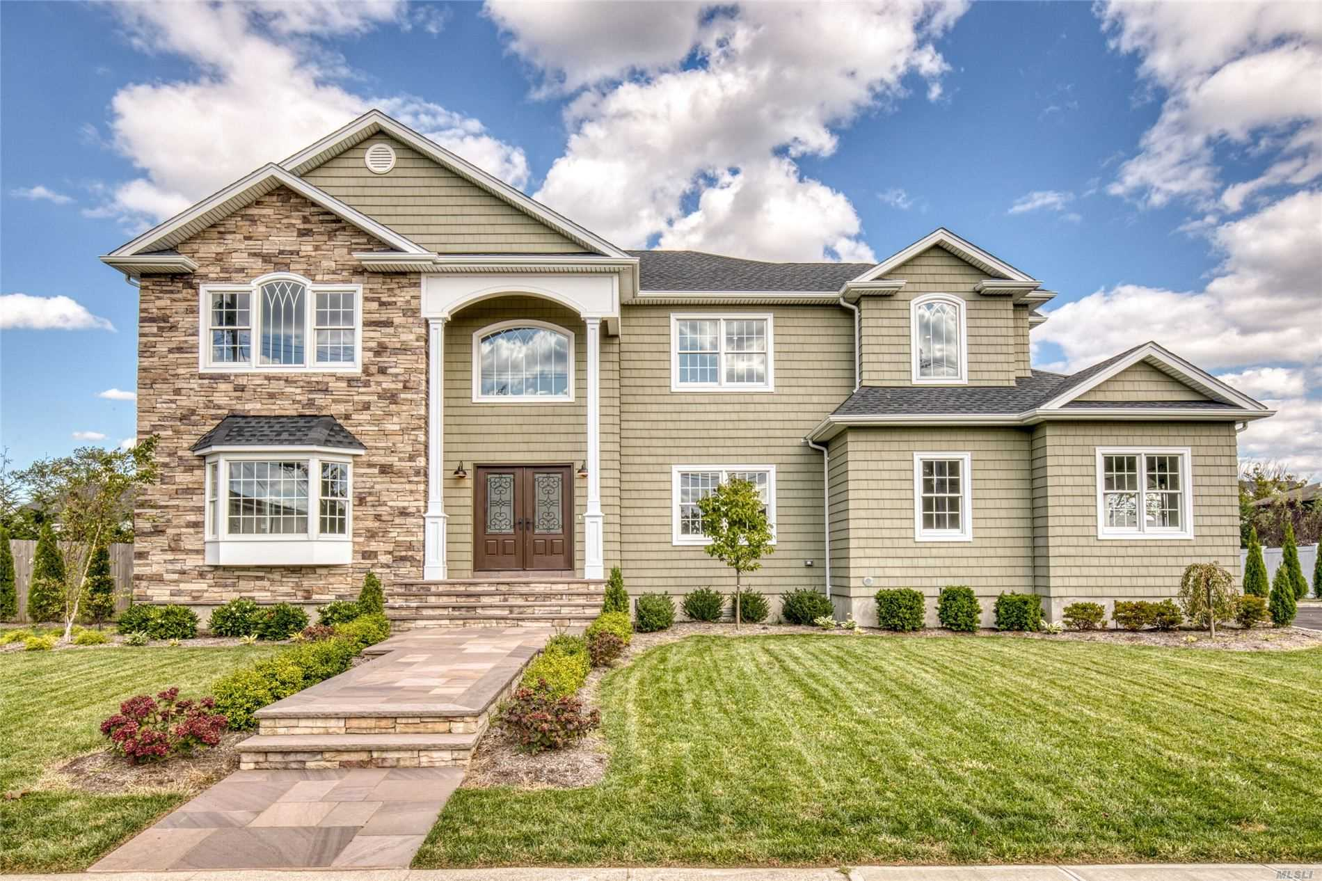 Residenziale in 70 Greatwater Ave, Massapequa, NY ,11758