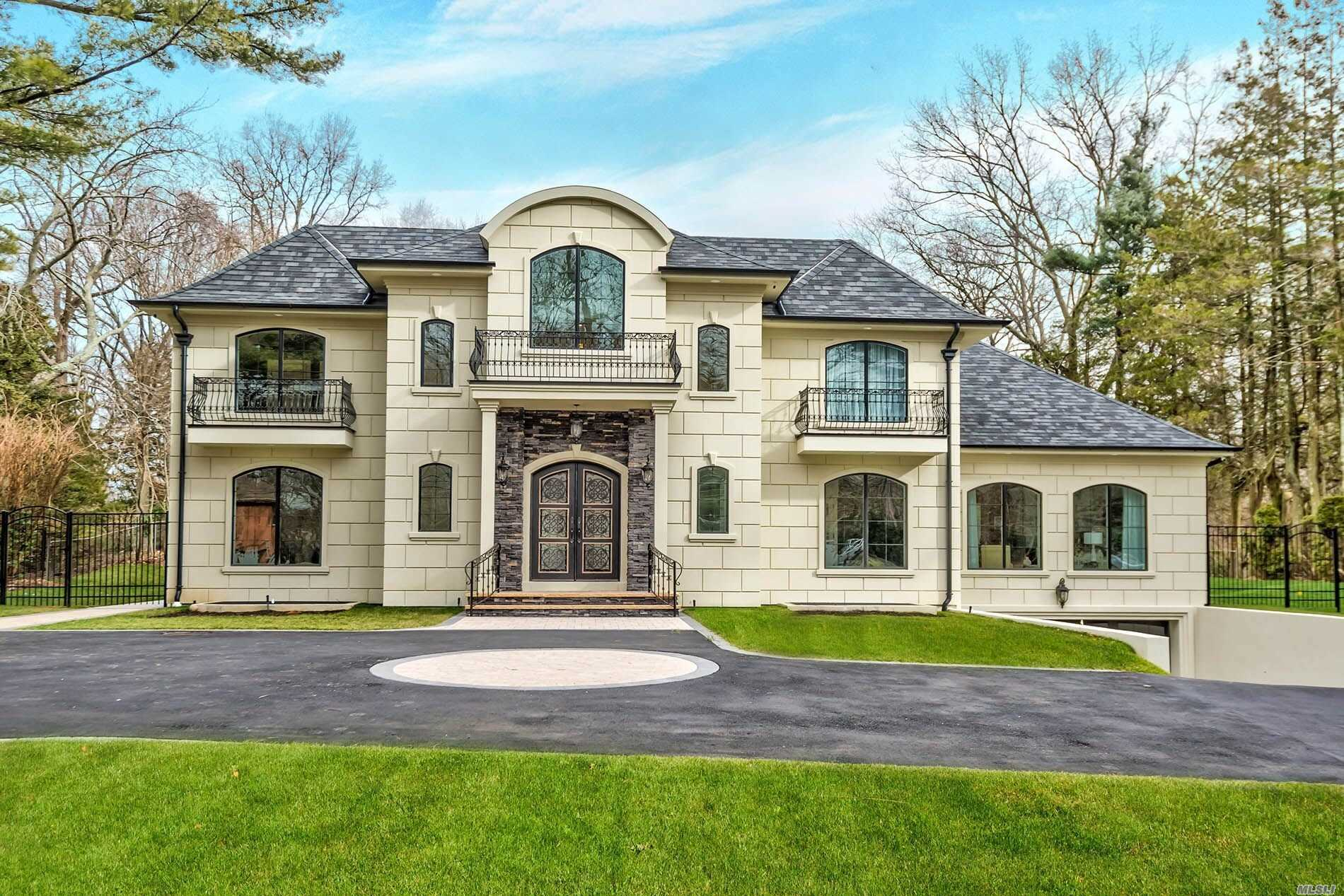 Residenziale in 7 Pine Dr, Woodbury, NY ,11797