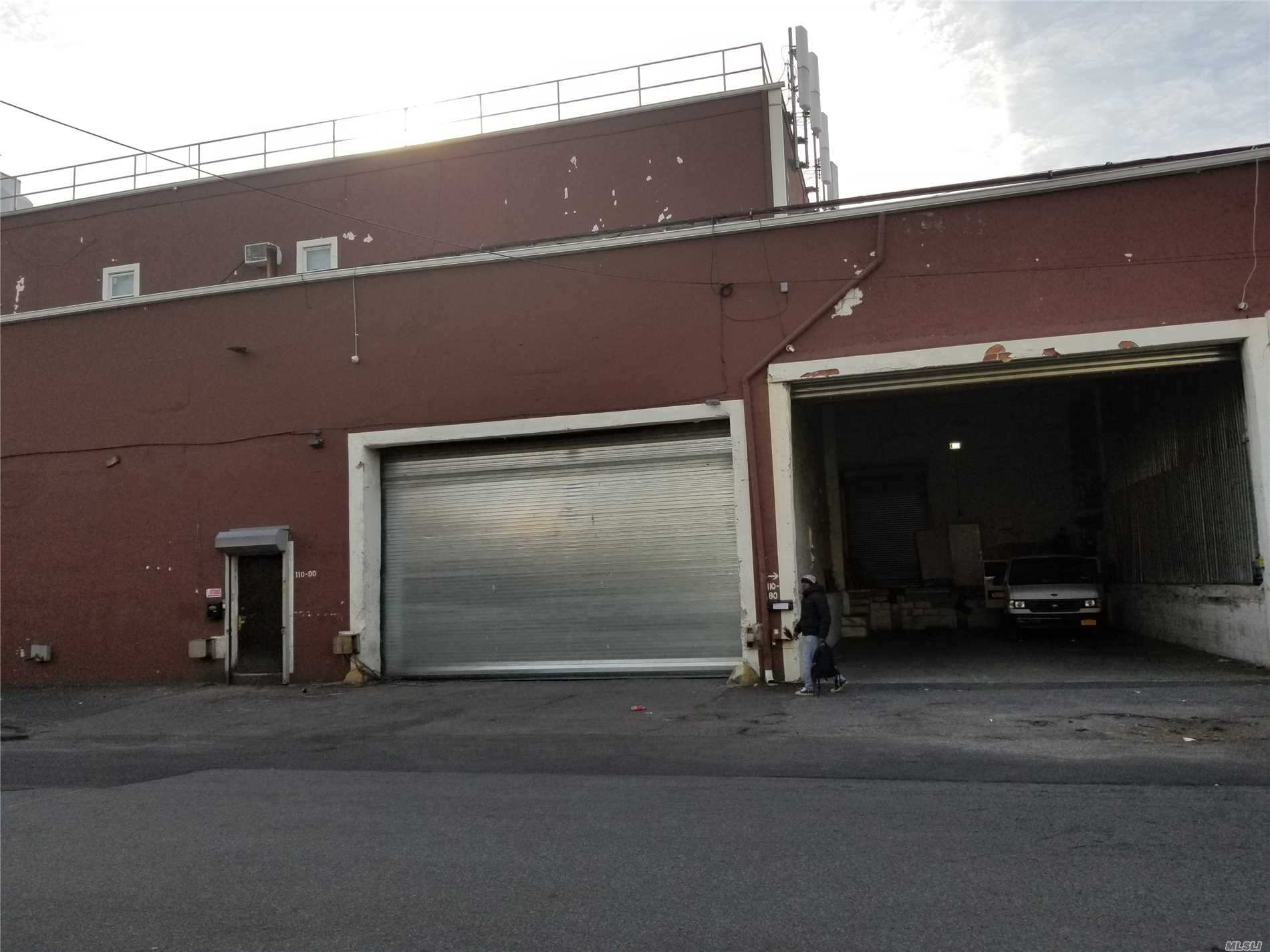 Acquisto commerciale in 110-90 Dunkirk St, St. Albans, NY ,11412