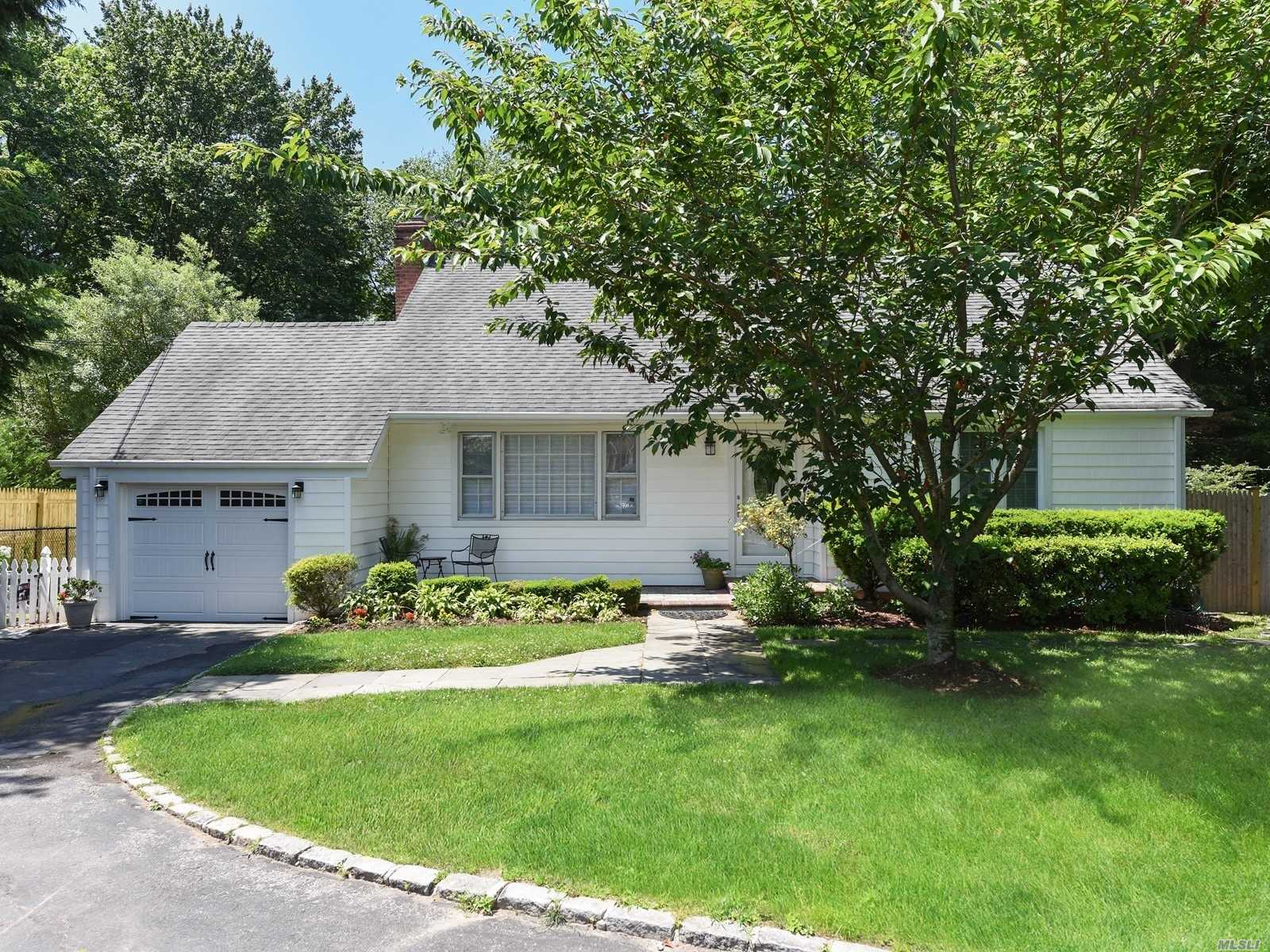 Residenziale in 15 Vernon Ave, East Norwich, NY ,11732
