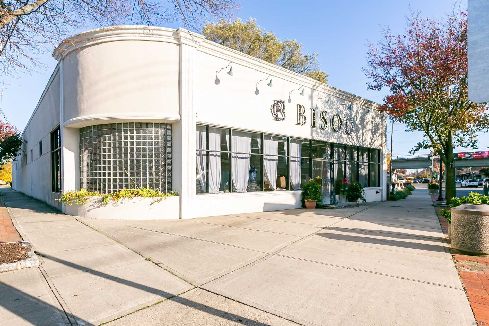 Acquisto commerciale in 132 Wellwood N Ave, Lindenhurst, NY ,11757
