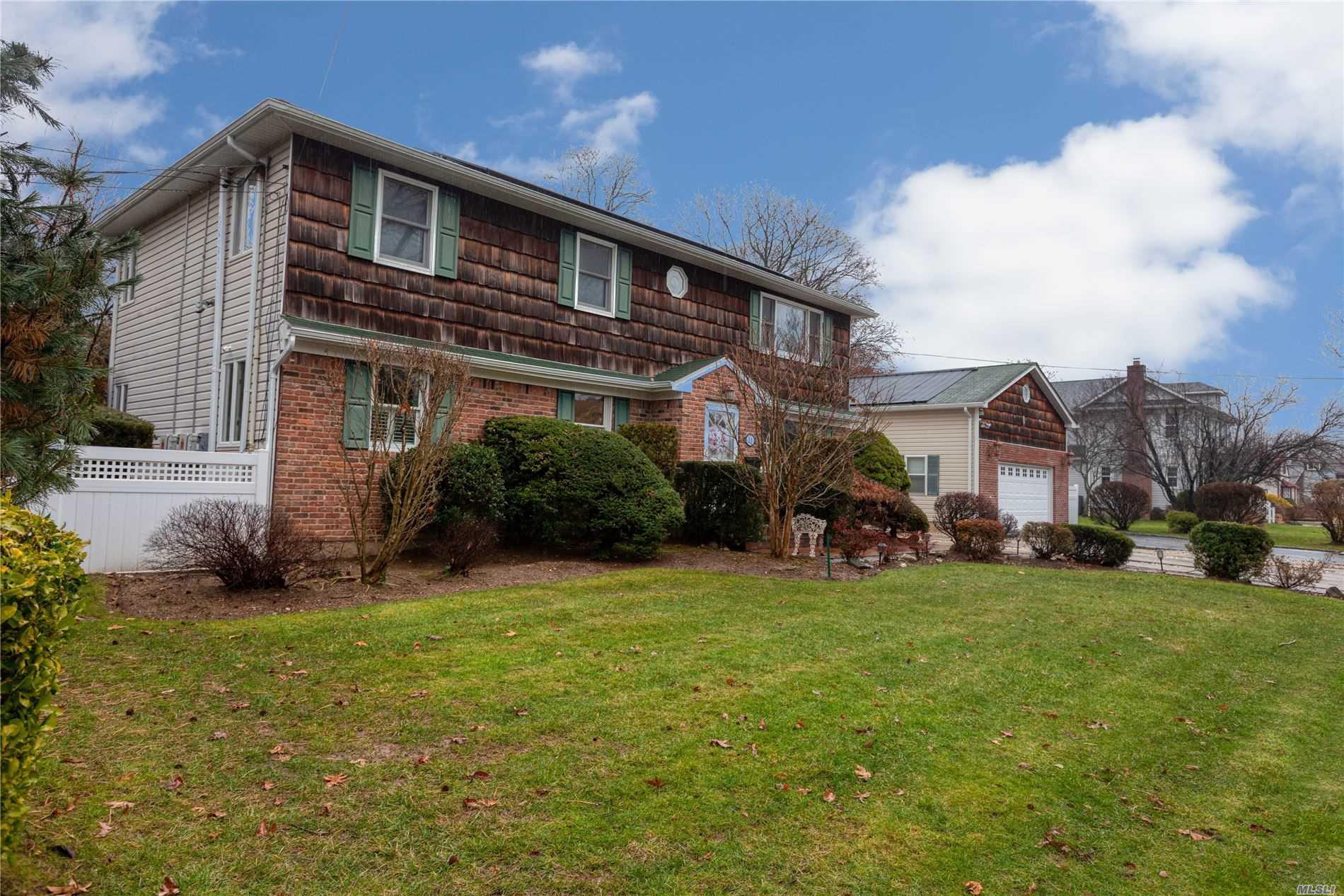 Residenziale in 51 Riverleigh Pl, Amityville, NY ,11701