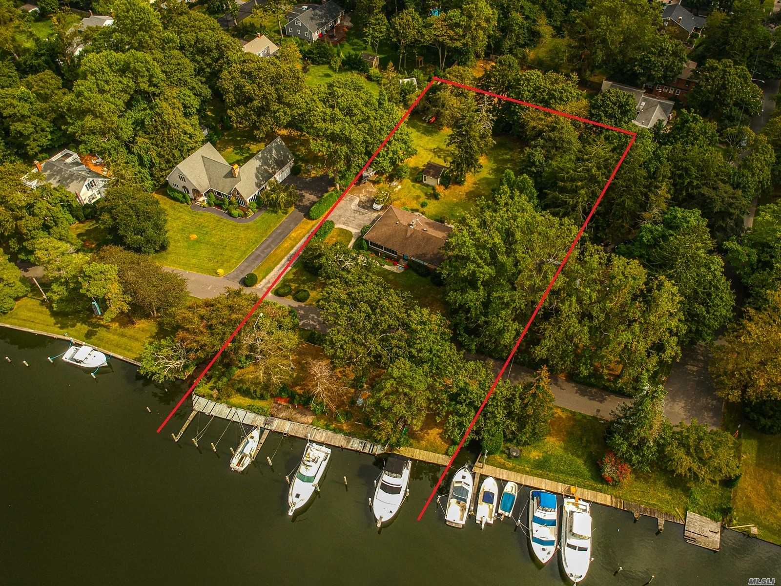 Residenziale in 49 Connetquot Dr, Oakdale, NY ,11769