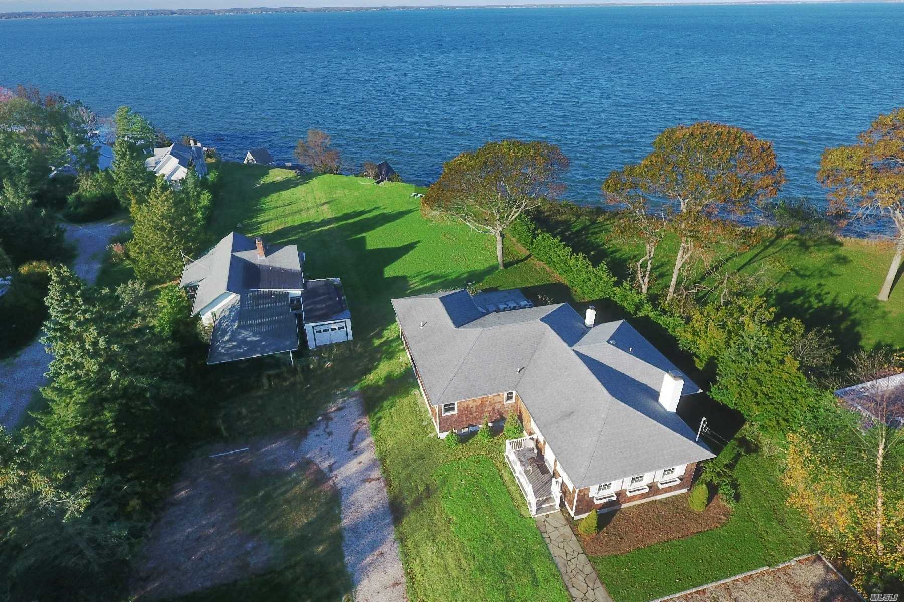 Residenziale in 98 Red Creek Rd, Hampton Bays, NY ,11946