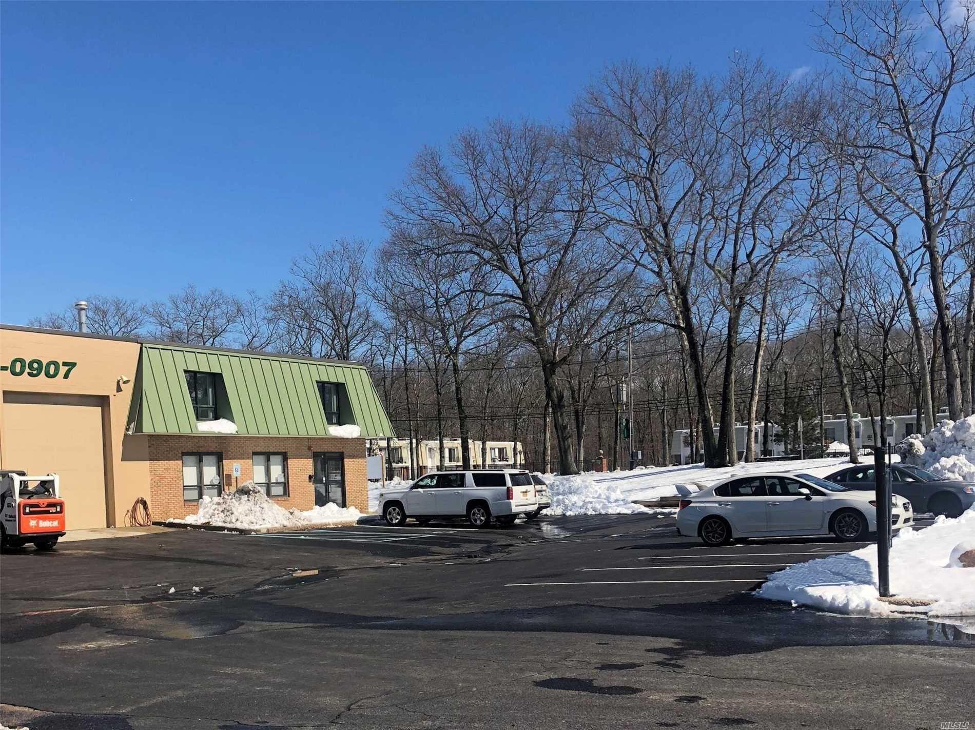 Acquisto commerciale in 50A Industrial Way, Rocky Point, NY ,11778