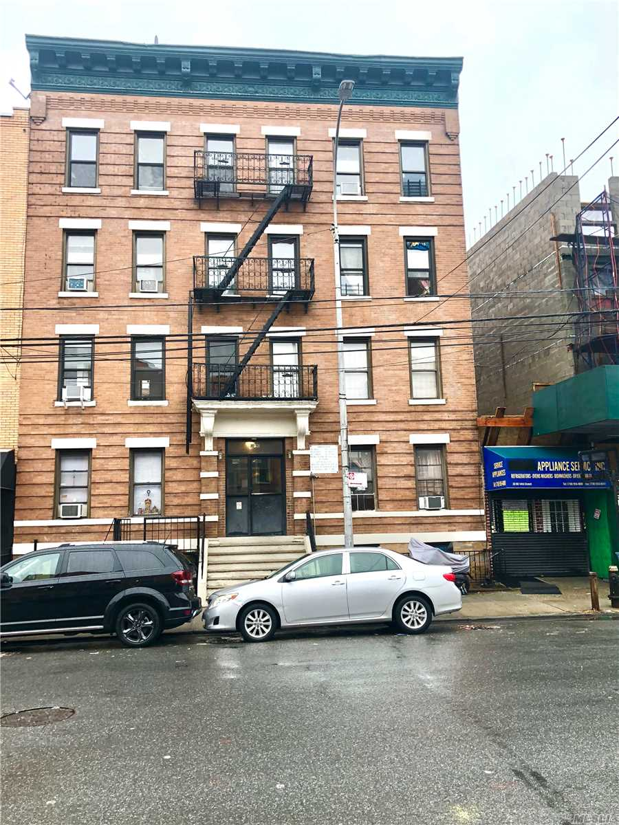 Acquisto commerciale in 30-90 14th St, Long Island City, NY ,11101