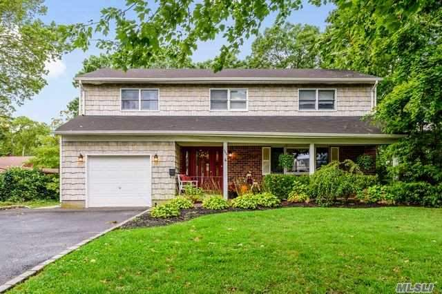 Residenziale in 555 Brooklyn Blvd, Brightwaters, NY ,11718