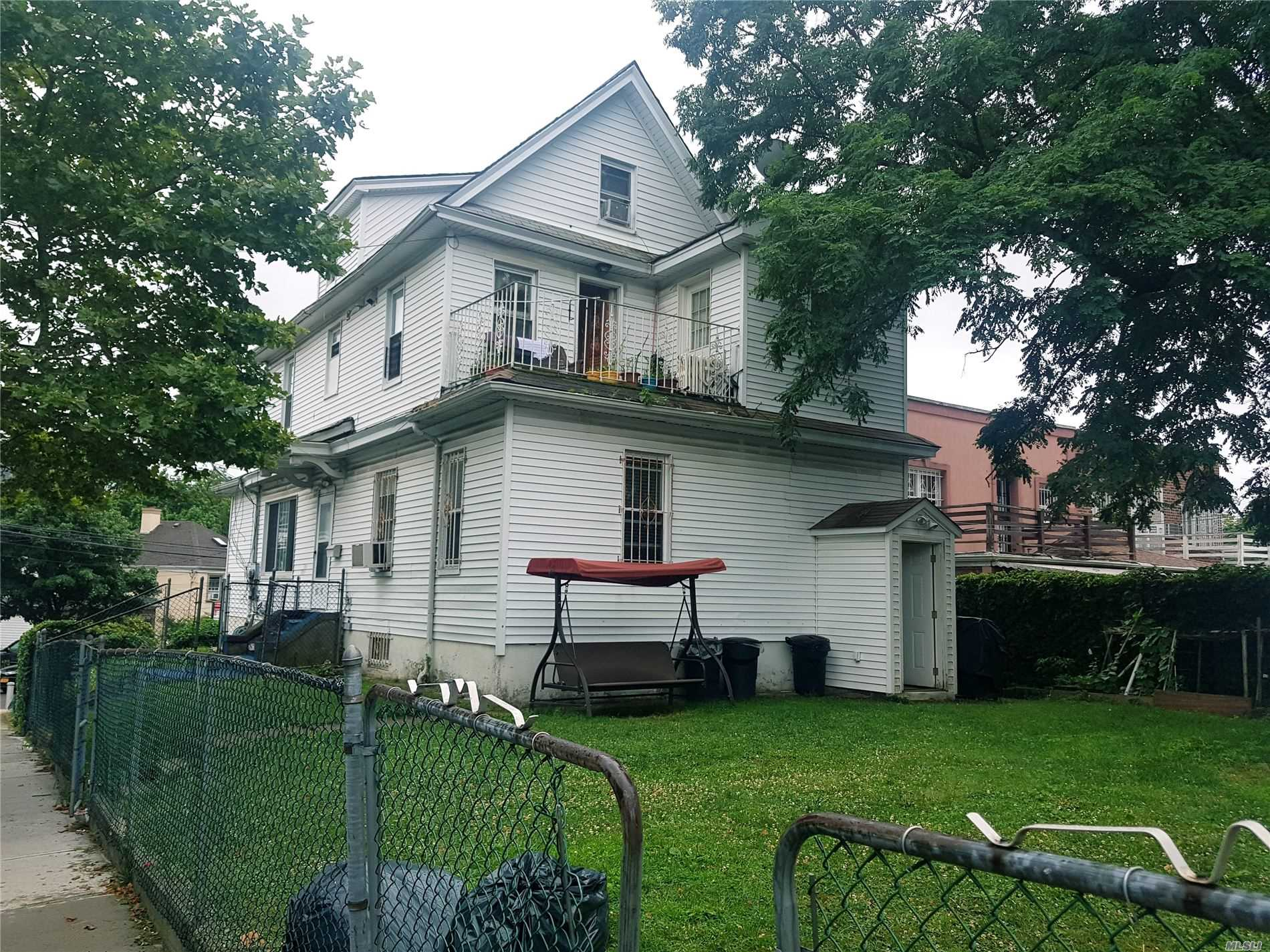 Residenziale in 8540 161st St, Jamaica Hills, NY ,11432