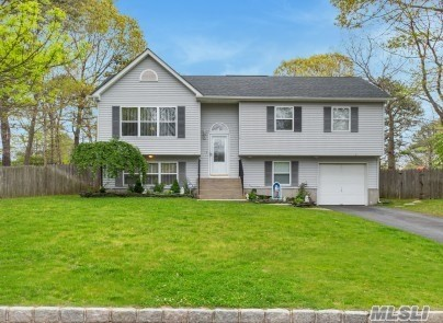 Residenziale in 23 Apex Dr, Coram, NY ,11727