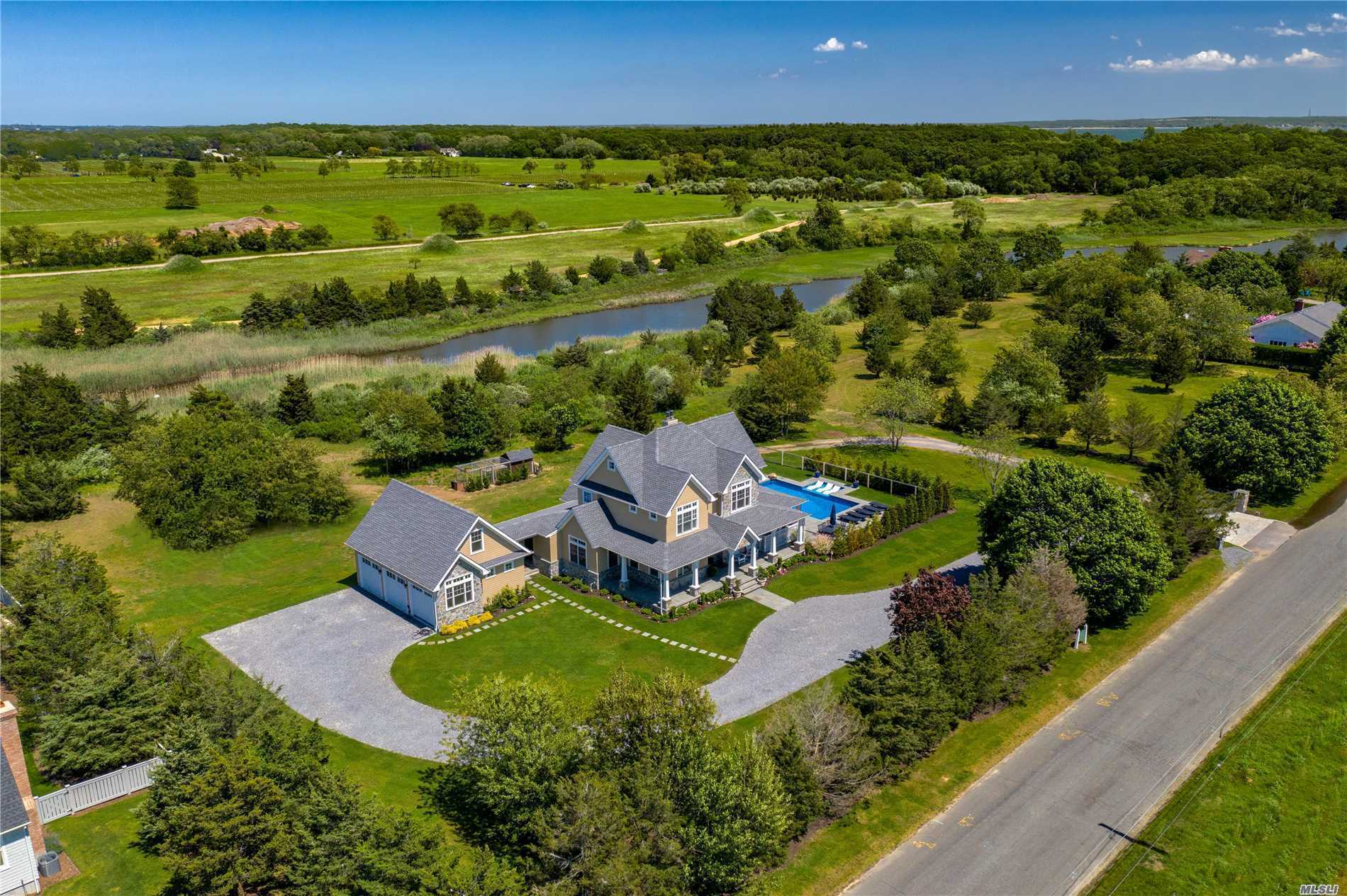 Residenziale in 325 Wells Rd, Peconic, NY ,11958