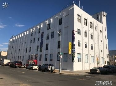 Acquisto commerciale in 201 46 St, Brooklyn, NY ,11220