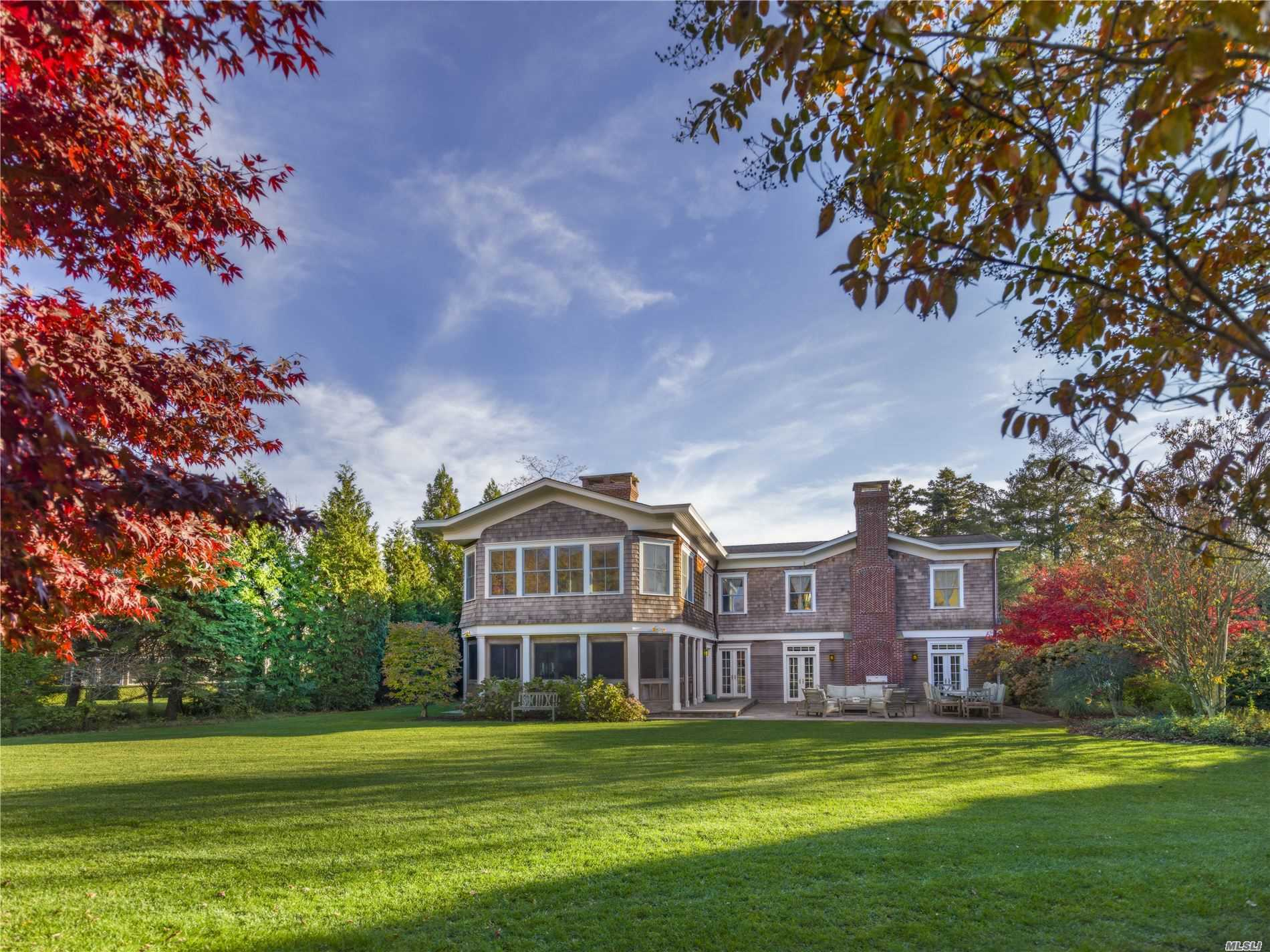 Residenziale in 124 South Country Rd, Remsenburg, NY ,11960