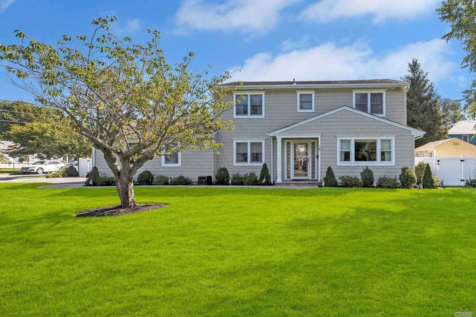 Residenziale in 79 Palmer Dr, Sayville, NY ,11782