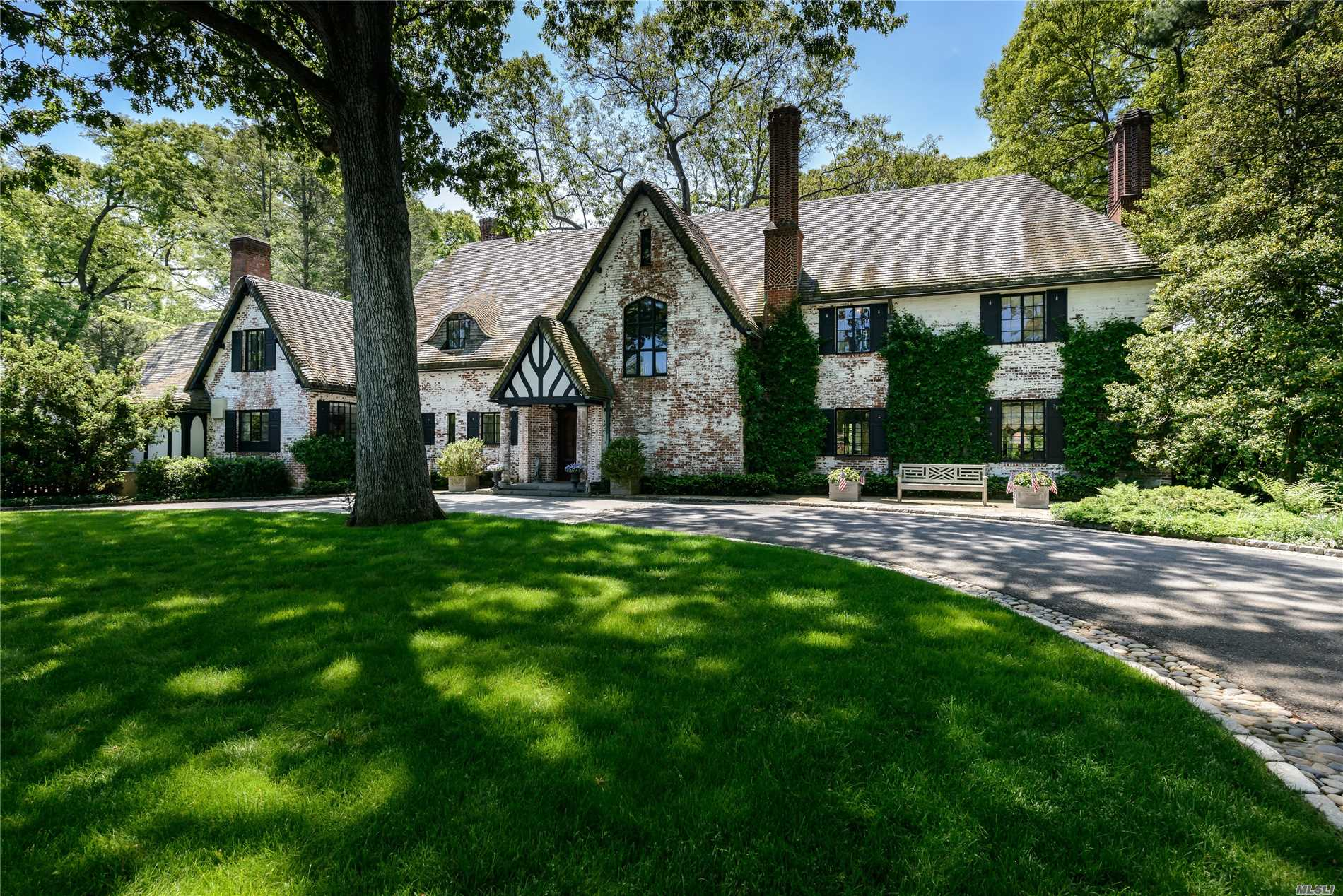 Residenziale in 180 Piping Rock Rd, Locust Valley, NY ,11560