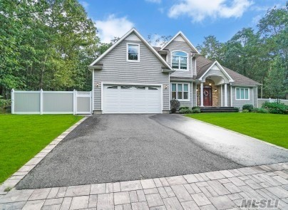 Residenziale in 333 Old Indian Head Rd, Kings Park, NY ,11754