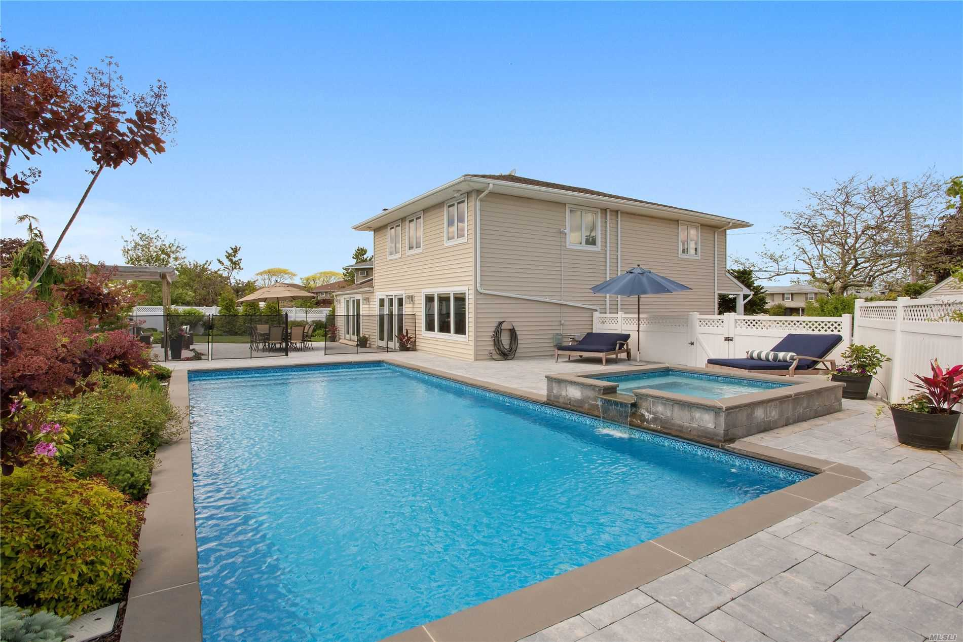 Residenziale in 87 Sands Ct, Lido Beach, NY ,11561