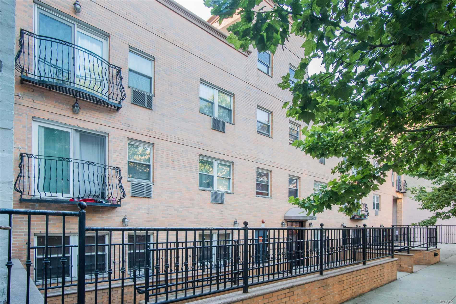 Acquisto commerciale in 34-32 41st St, Long Island City, NY ,11101