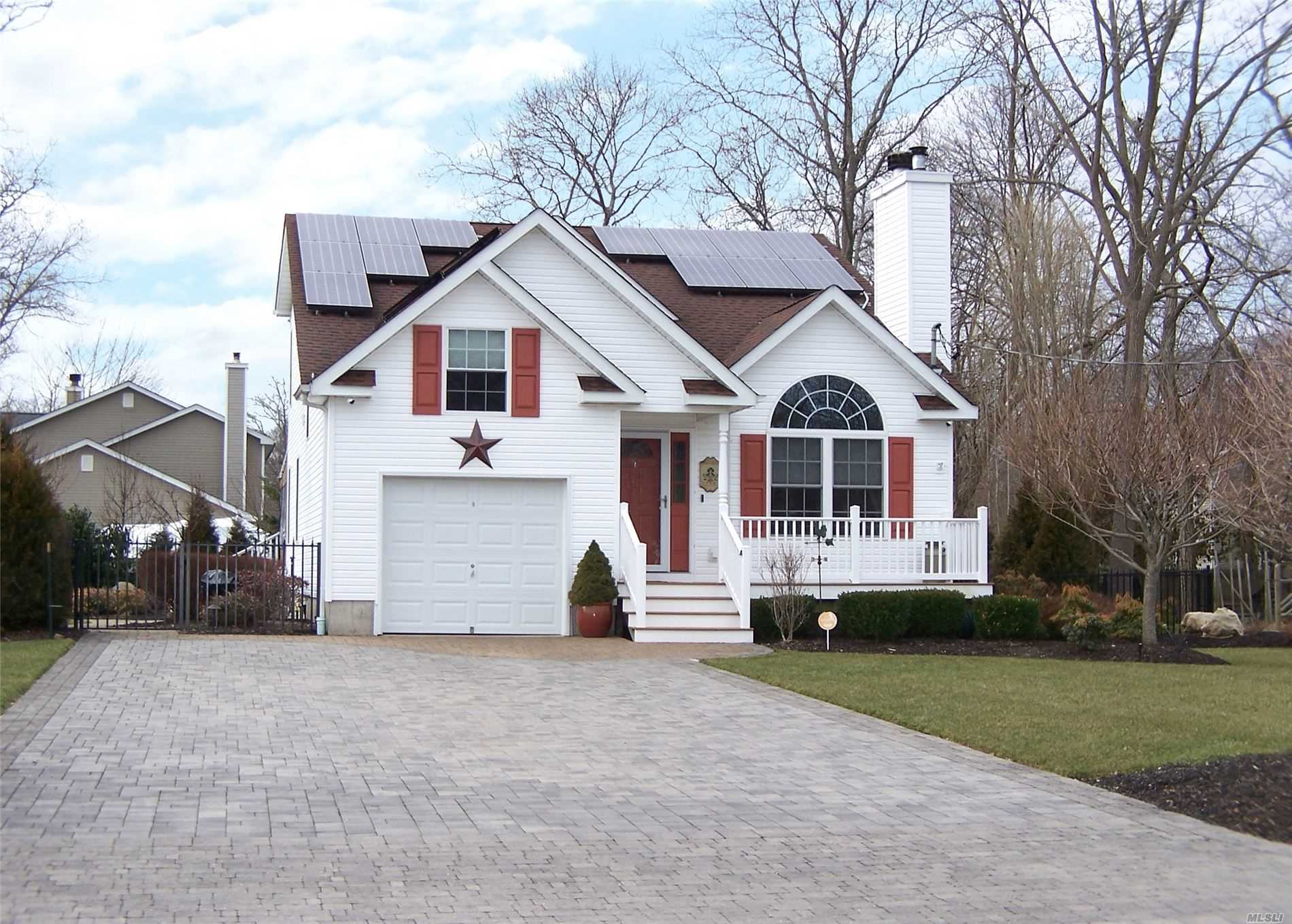 Residenziale in 14 Woodmere Dr, Mastic Beach, NY ,11951