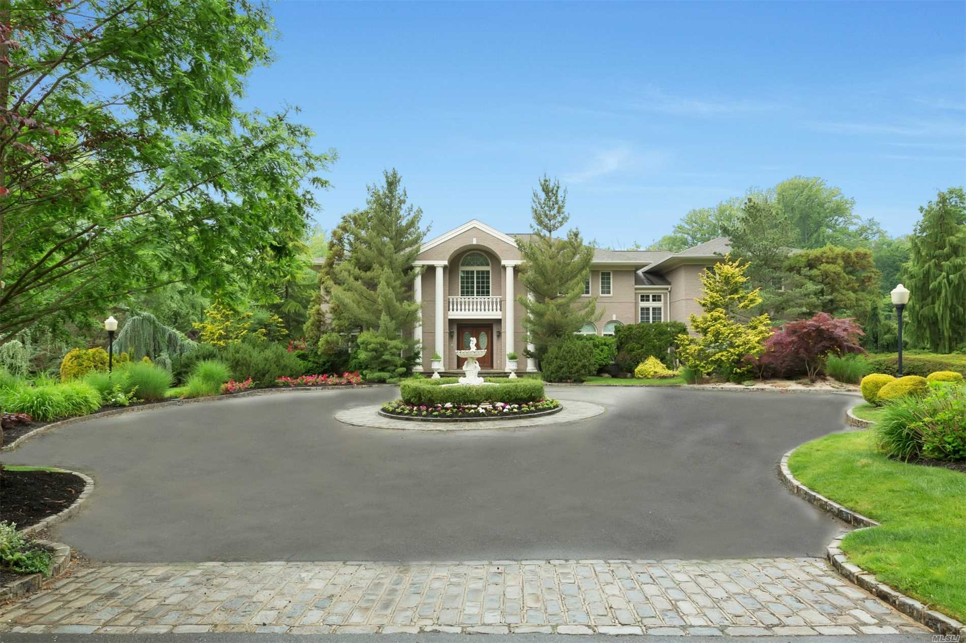 Residenziale in 86 Old Tappan Rd, Lattingtown, NY ,11560