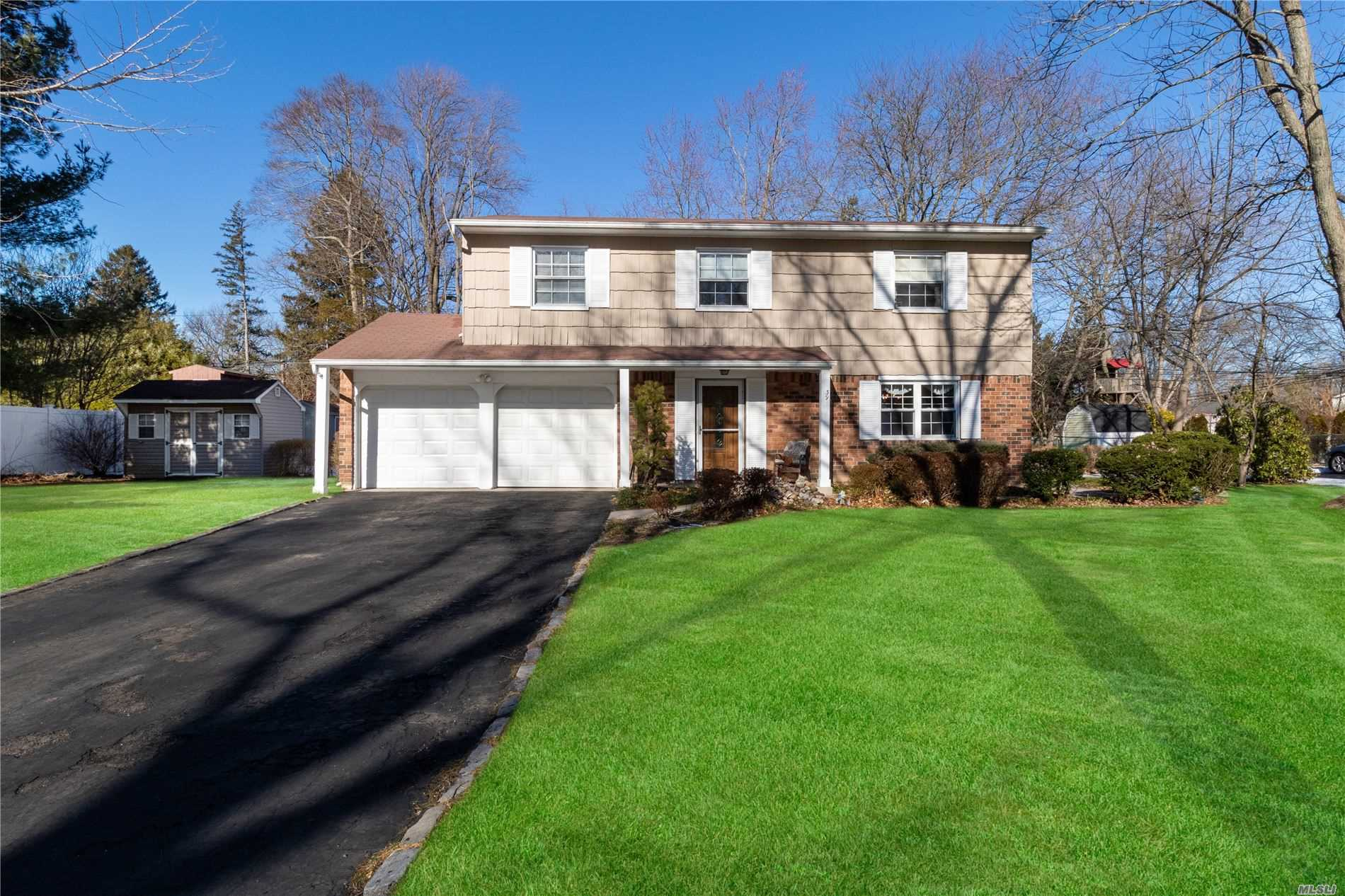 Residenziale in 39 Aster St, Greenlawn, NY ,11740