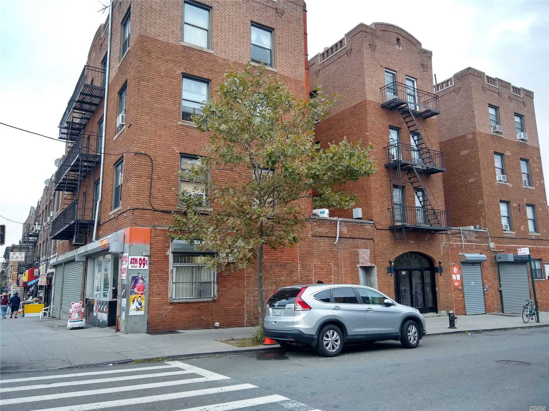 Acquisto commerciale in 4317-4323 8th Ave, Brooklyn, NY ,11232
