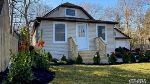 Residenziale in 46 Woodhaven Dr, Sound Beach, NY ,11789