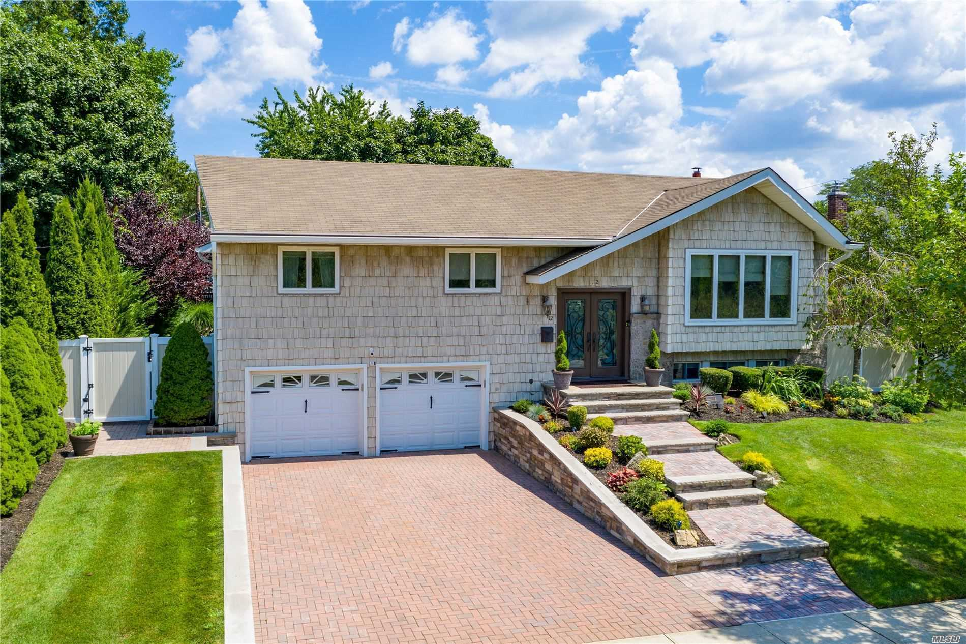 Residenziale in 12 Foxwood Rd, Old Bethpage, NY ,11804