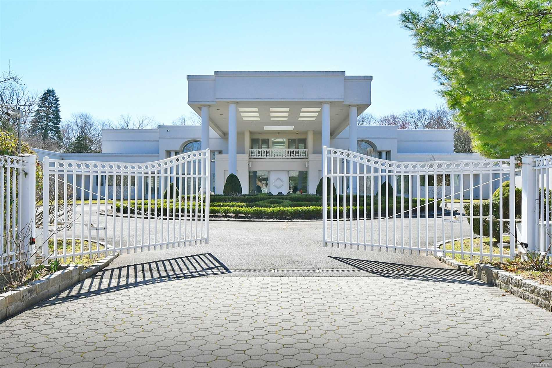 Residenziale in 128 Windsor Gate, Great Neck, NY ,11020