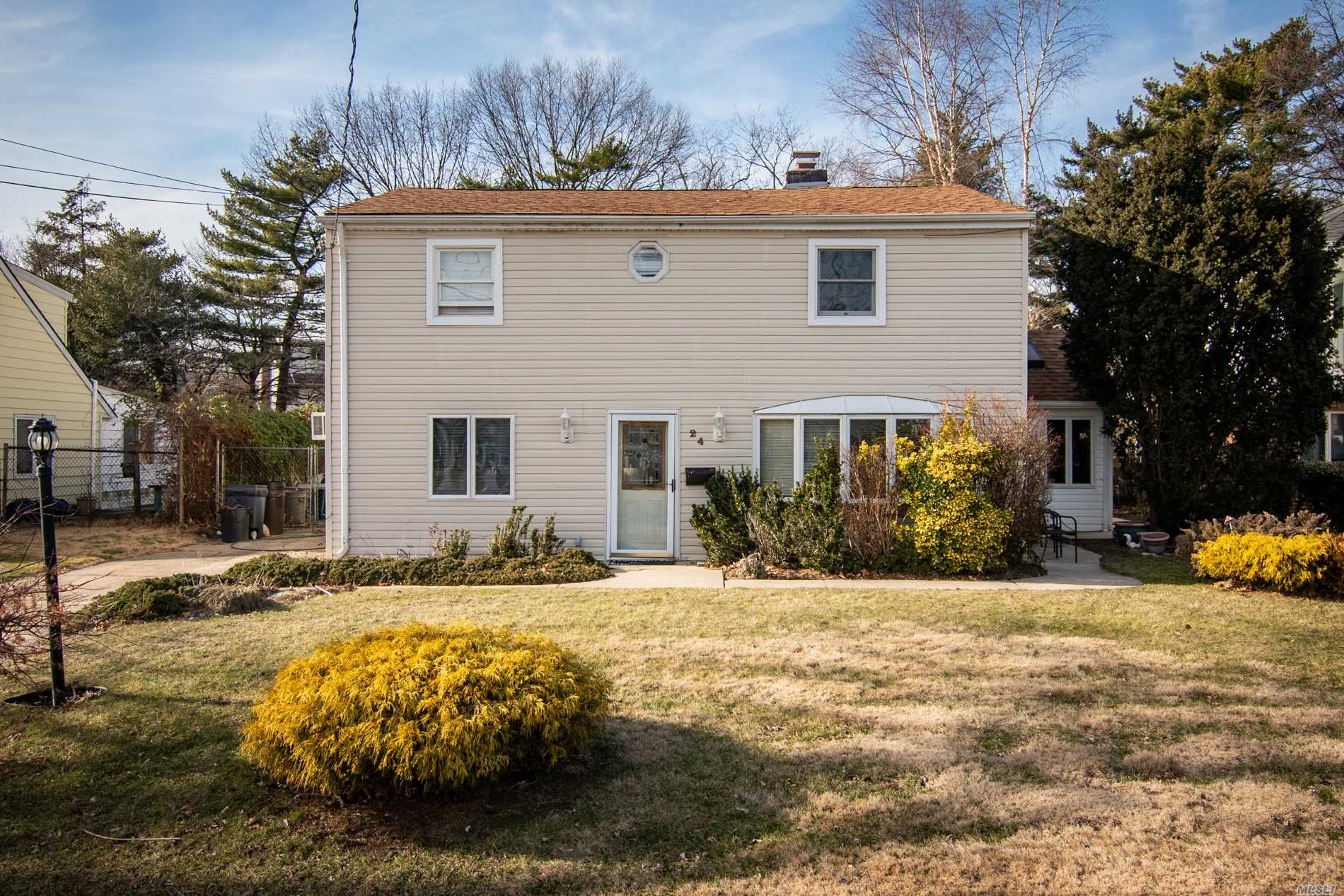 Residenziale in 24 Audrey Ave, Elmont, NY ,11003