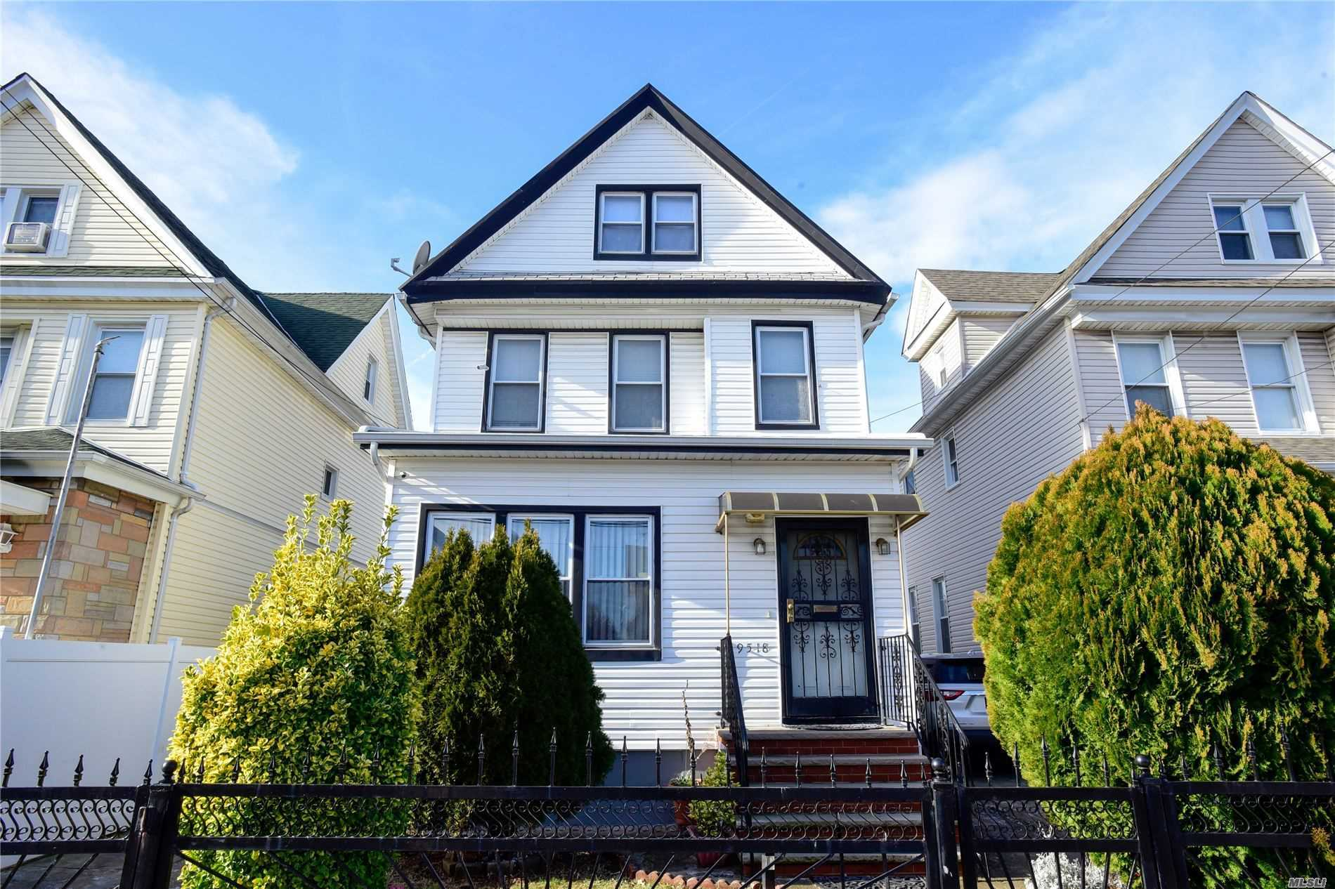 Residenziale in 95-18 108th St, Richmond Hill S., NY ,11419