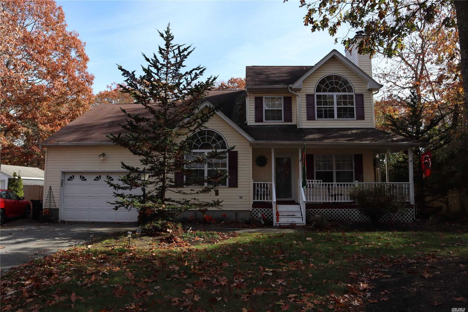 Residenziale in 329 Orchid Dr, Mastic Beach, NY ,11951