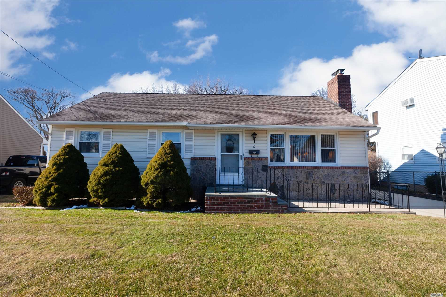 Residenziale in 6 Oxford Pl, Hicksville, NY ,11801