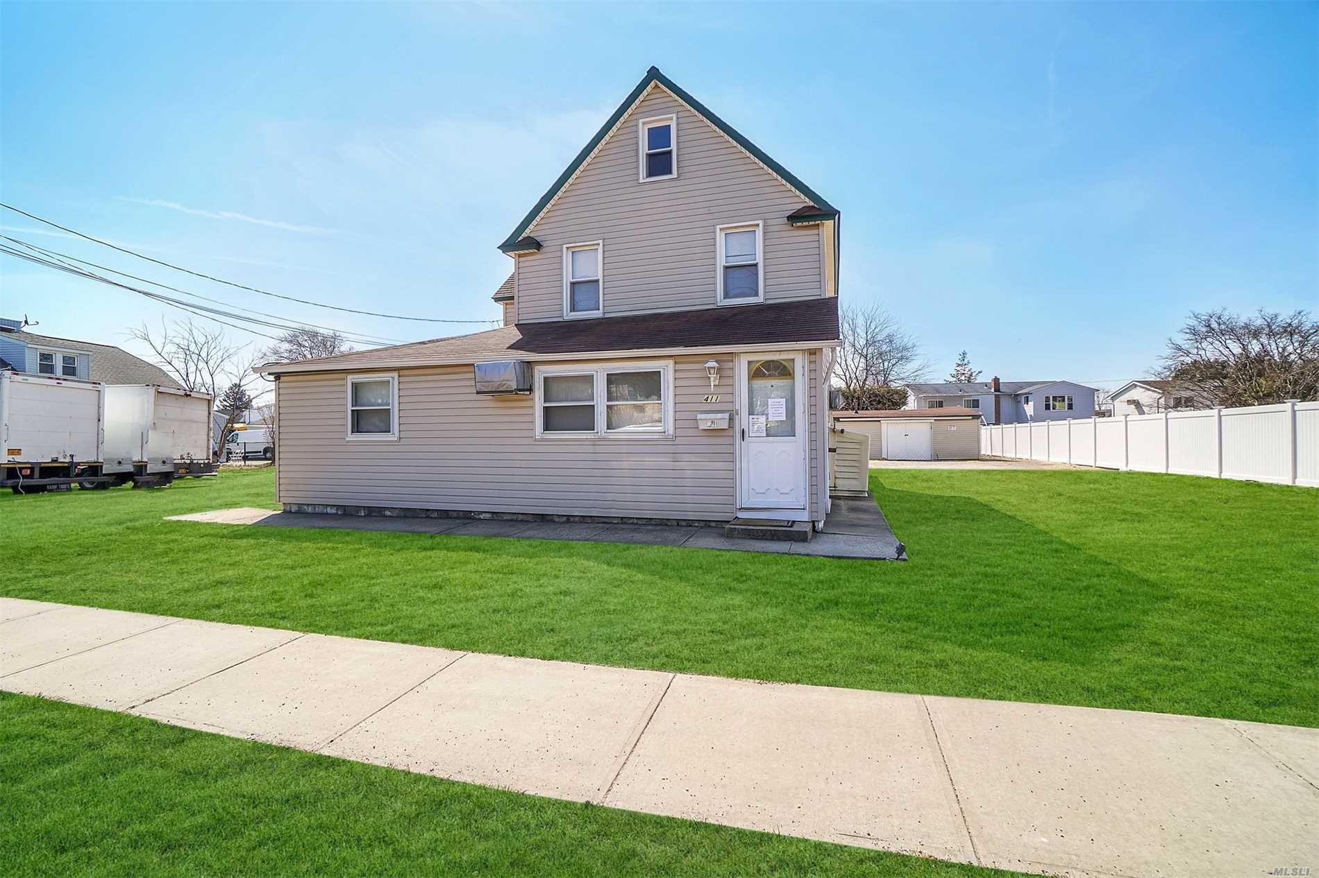 Residenziale in 411 Central Ave, Bethpage, NY ,11714