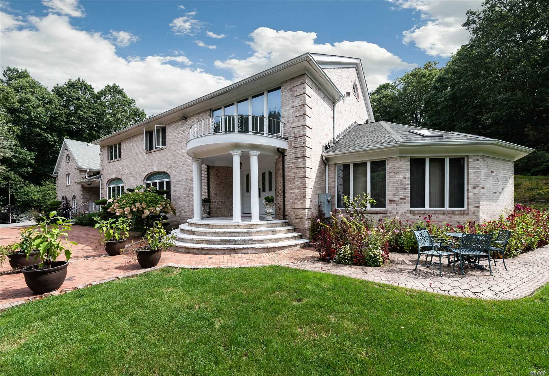 Residenziale in 1537 Laurel Hollow Rd, Laurel Hollow, NY ,11791