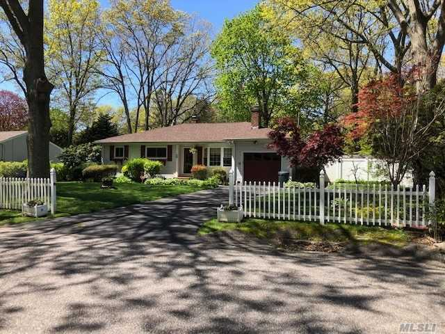 Residenziale in 78 Belle Terre Ave, Miller Place, NY ,11764