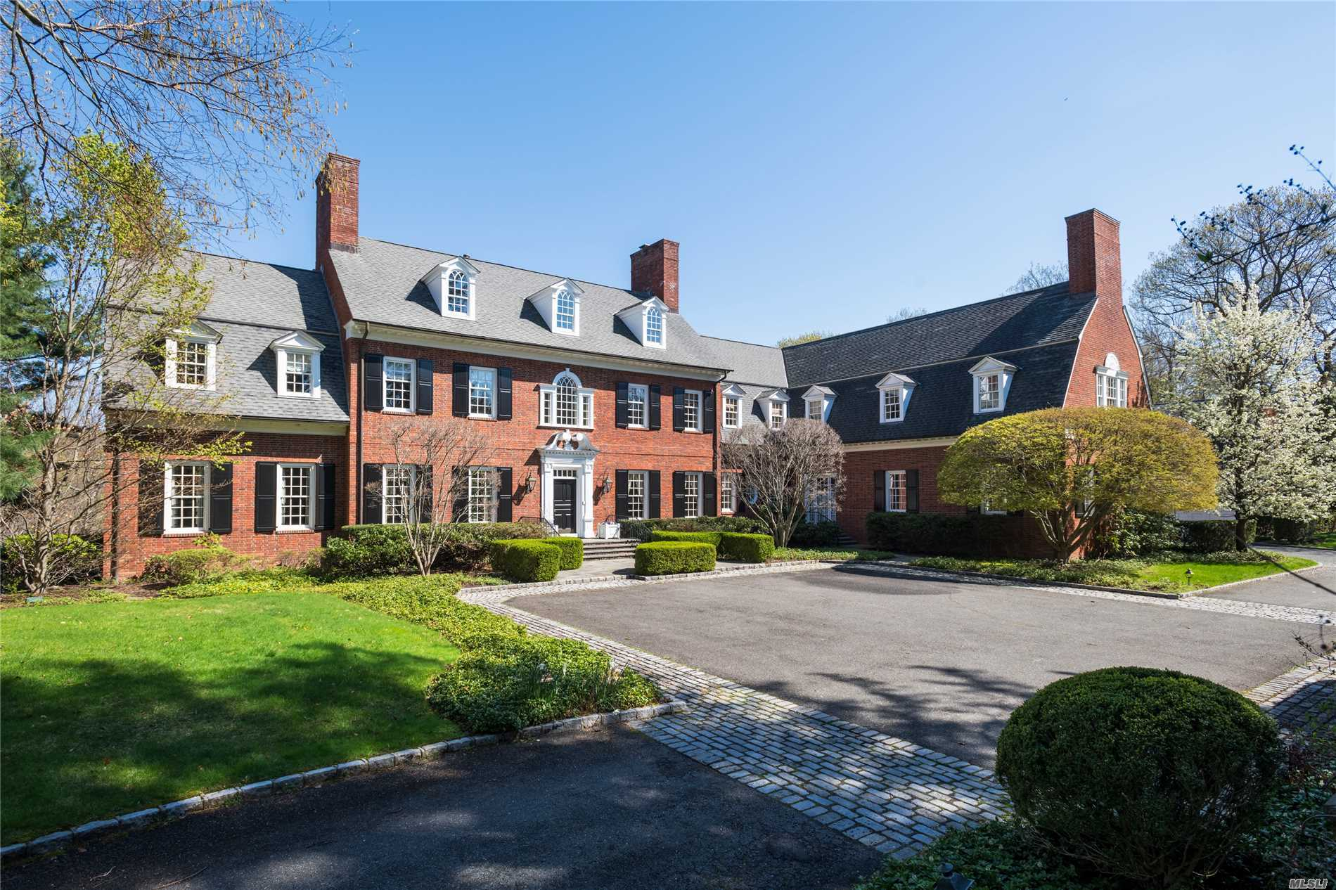 Residenziale in 8 Burrwood Ct, Cold Spring Hrbr, NY ,11724