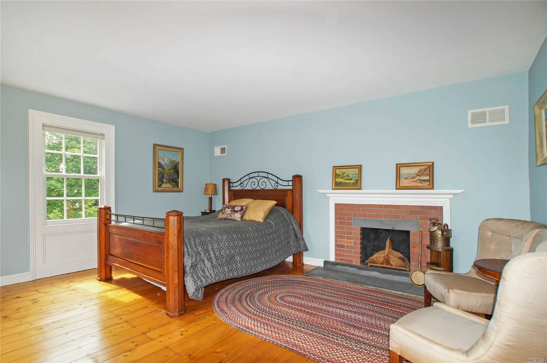 Residenziale in 132 South Country Rd, Remsenburg, NY ,11960