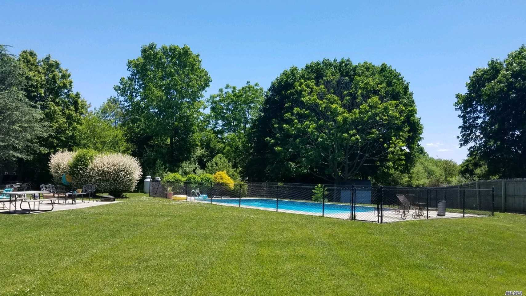 Residenziale in 2107 Sound Ave, Baiting Hollow, NY ,11933