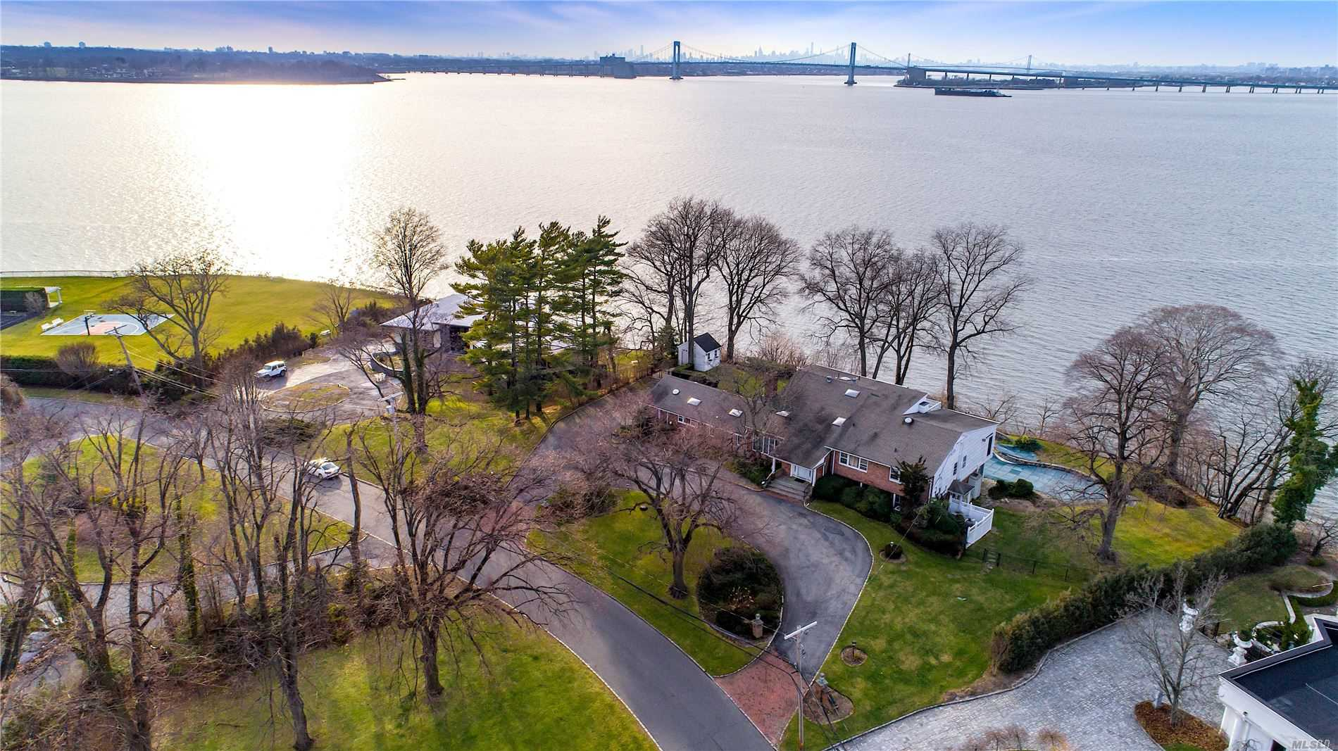 Residenziale in 16 Sinclair Dr, Great Neck, NY ,11024