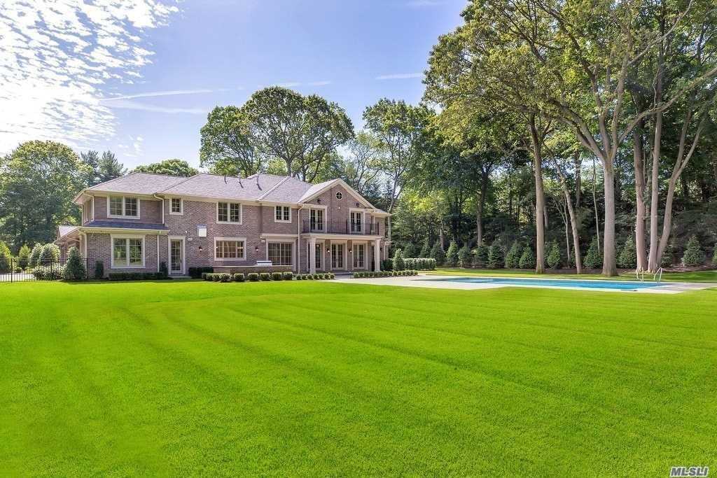 Residenziale in 6 A Carriage Dr, Old Westbury, NY ,11568