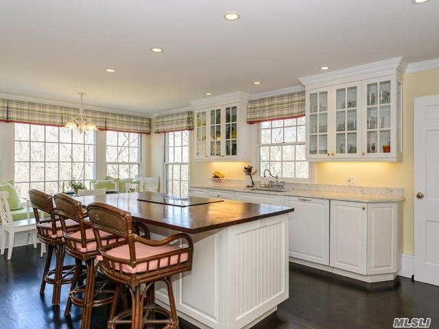 Residenziale in 22 Valley Rd, Locust Valley, NY ,11560