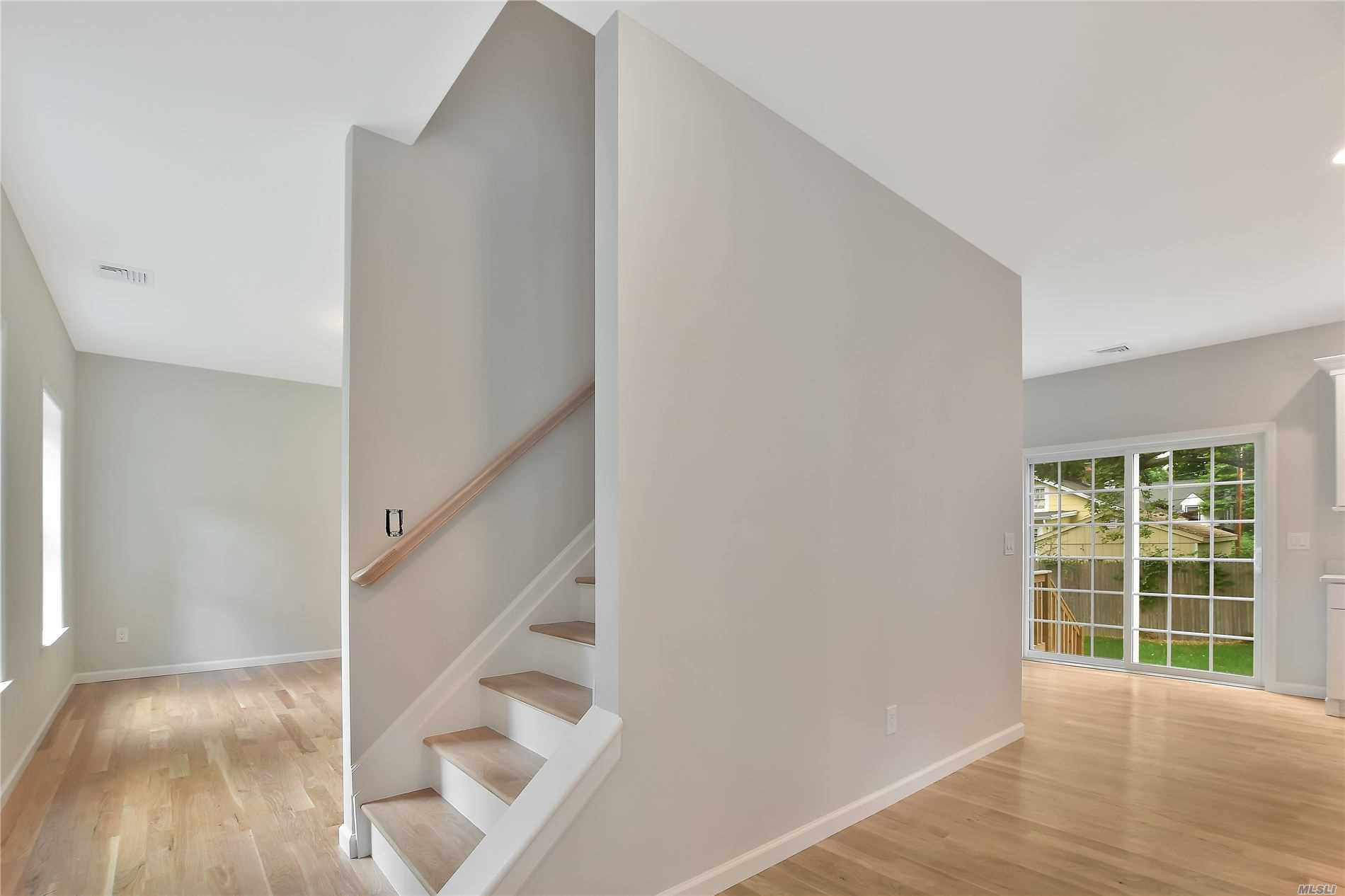 Residenziale in 37 Brookhaven Dr, Sound Beach, NY ,11789