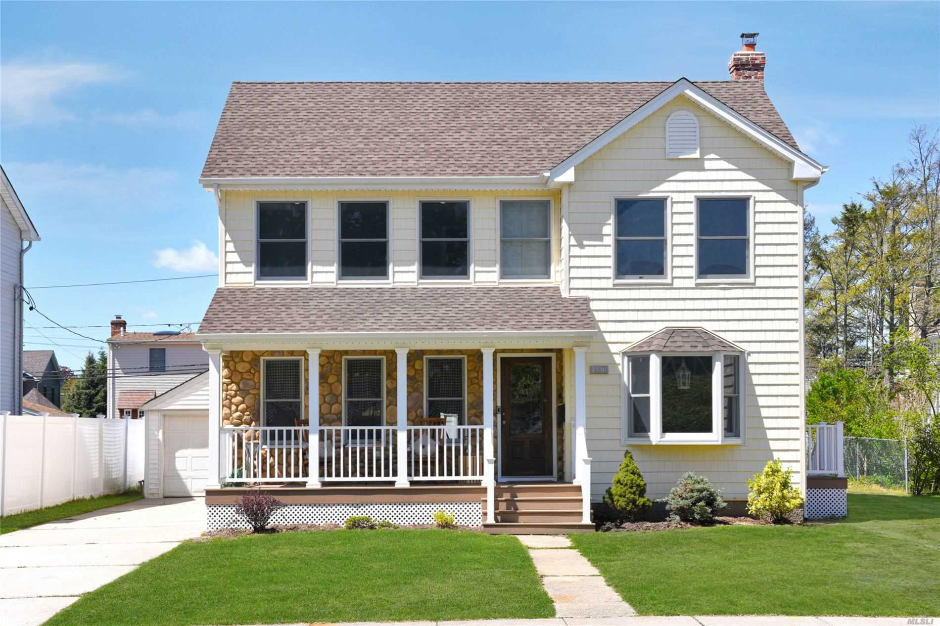 Residenziale in 1326 Darby Road, Wantagh, NY ,11793