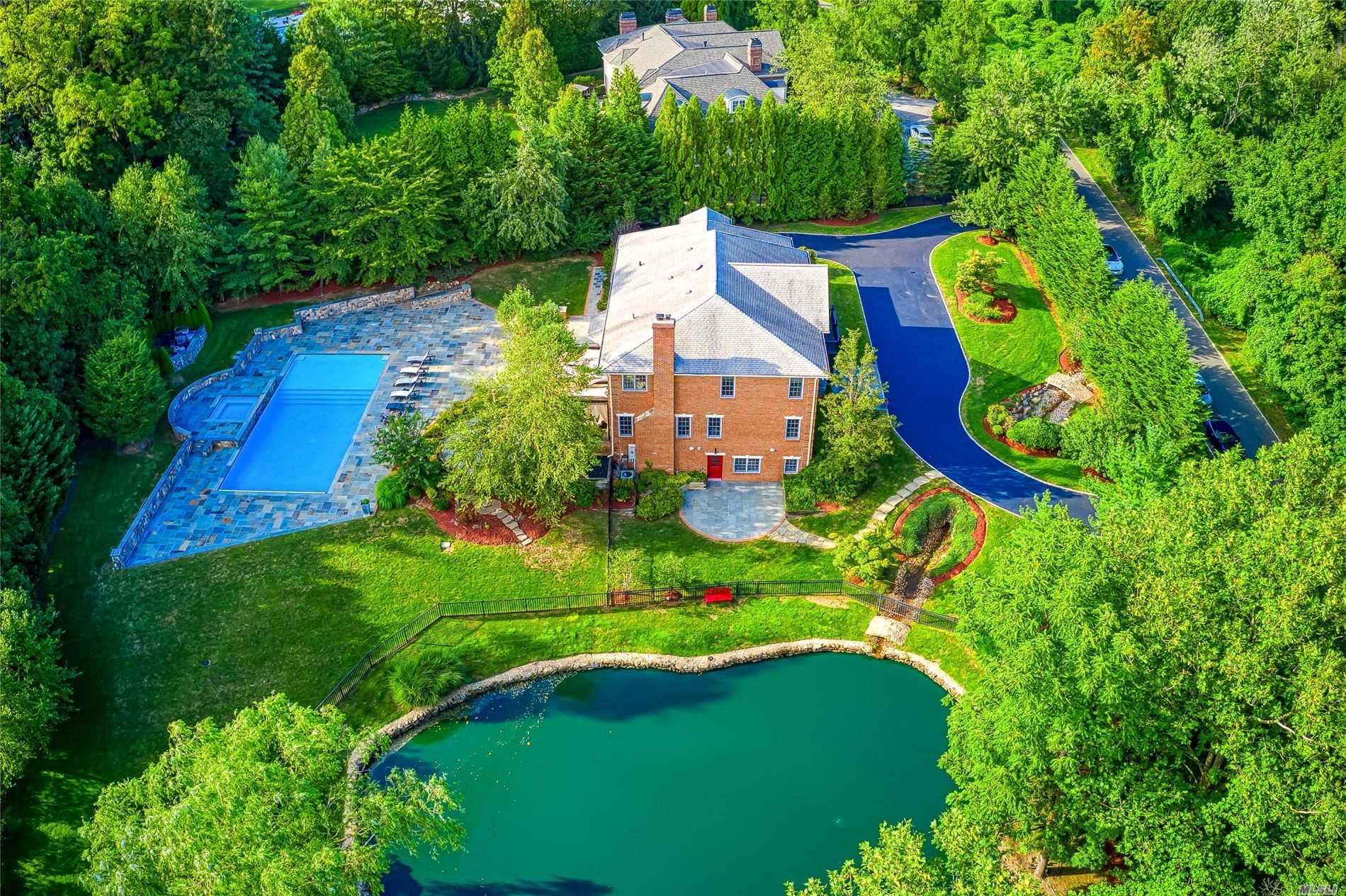 Residenziale in 9 Stream Court, Great Neck, NY ,11023
