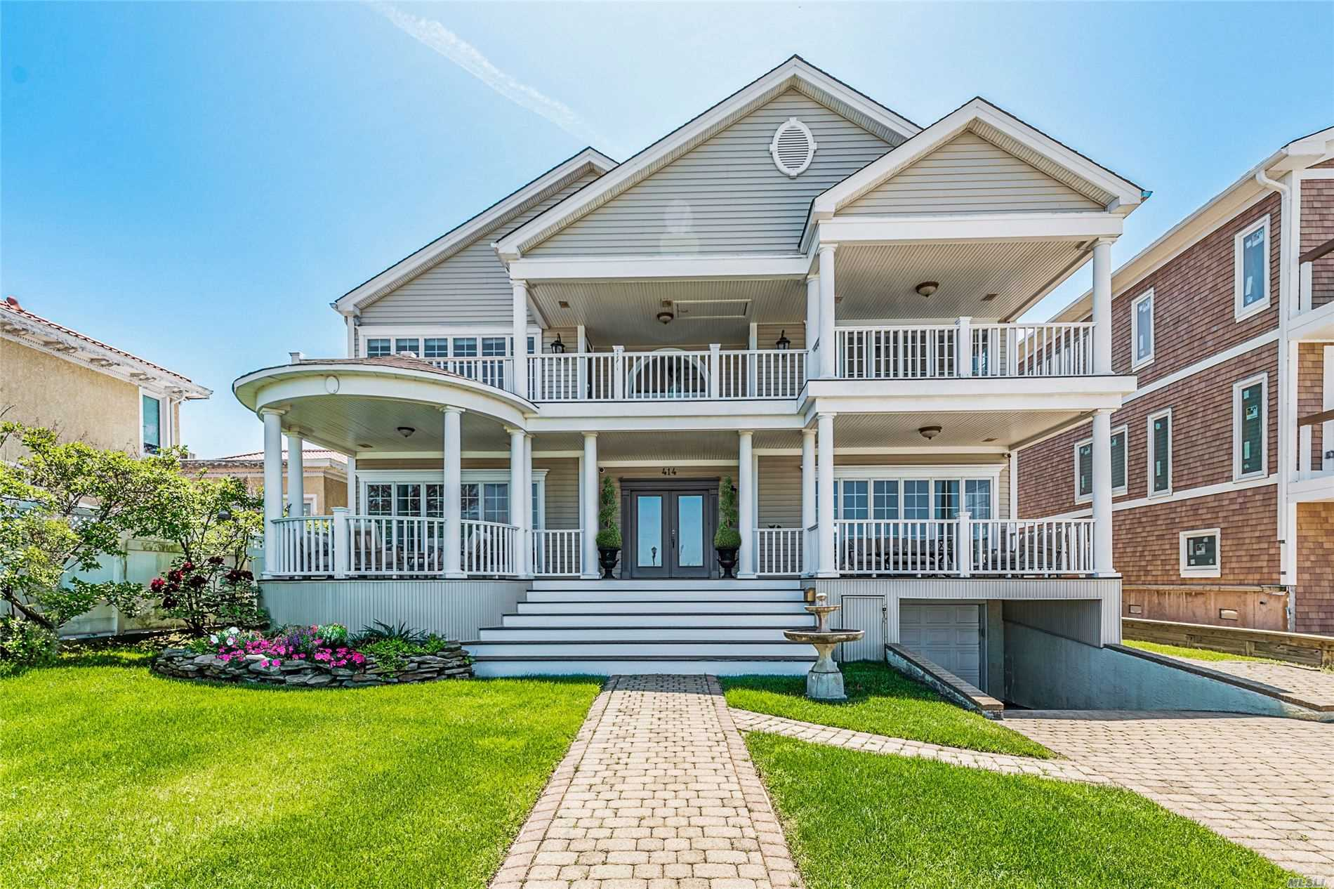 Residenziale in 414 Bay Dr W, Long Beach, NY ,11561