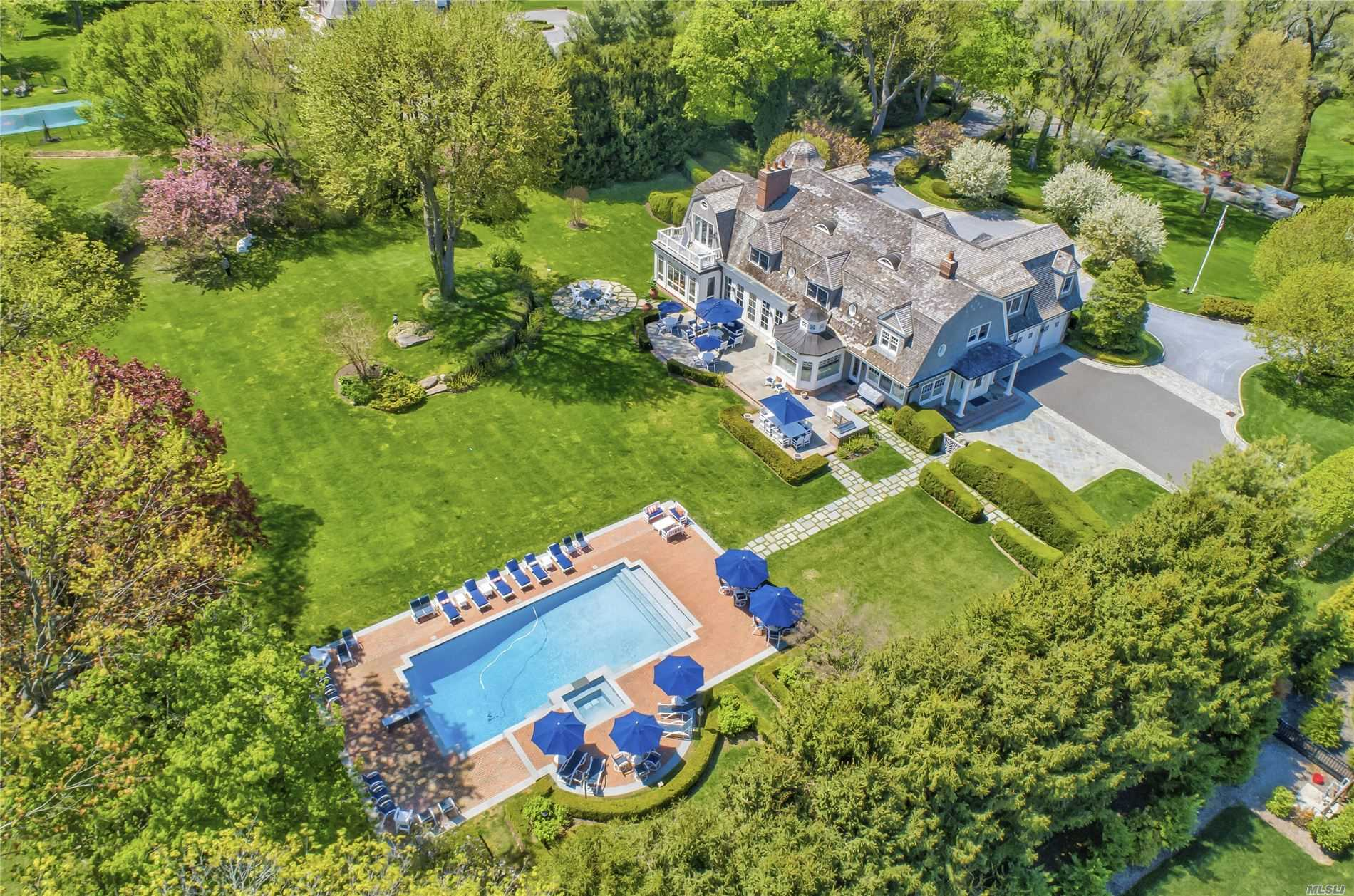 Residenziale in 7 White Gate Drive, Old Brookville, NY ,11545
